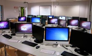 800px-Mobile_software_development_laboratory_in_The_Estonian_Information_Technology_College